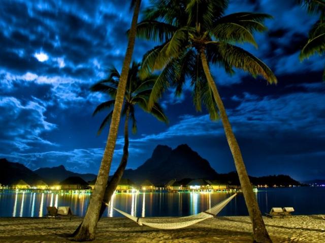 《ボラボラ パールビーチ リゾート アンド スパ》バンガローテラスでのディナー