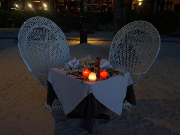 《マナヴァビーチリゾートモーレア》ビーチでのプライベートディナー