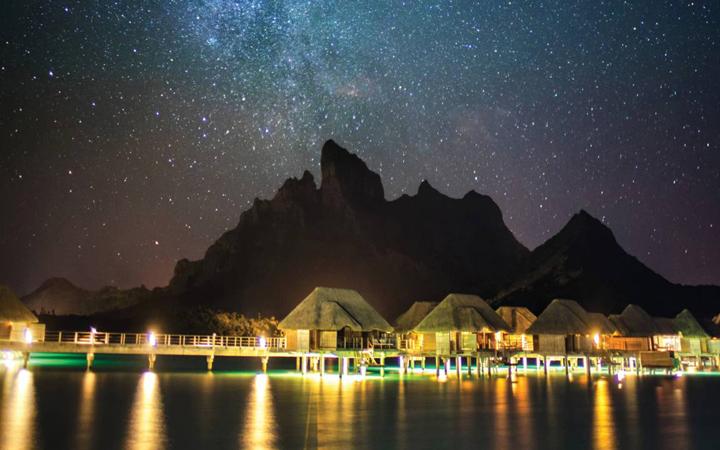 離島の夜景 水上バンガロー南十字星