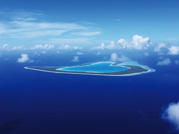 飛行機窓から見えるツパイ島