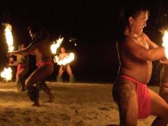 《フォーシーズンズ リゾート ボラボラ》 ブッフェディナー&タヒチアンダンスショー