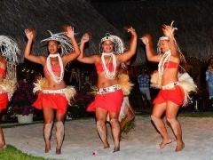 《インターコンチネンタル ボラボラ ル モアナ》ブッフェディナー&タヒチアンダンスショー