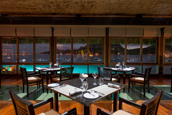 DB07 《セントレジス ボラボラリゾート》ラグーンレストランでのディナー